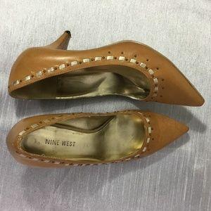"""Nine West Tan Leather Pumps Gold Trim Size 6 1/2""""M"""